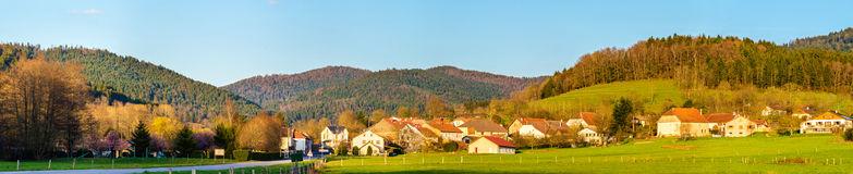 vue de gemaingoutte un village dans les montagnes de vosges 52676123